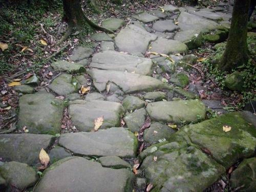 下坡石頭路.JPG