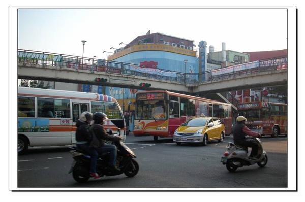 公車與機車.jpg