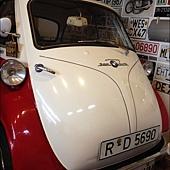喔!!出現古董車
