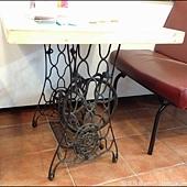 裁縫車改造成創意餐桌