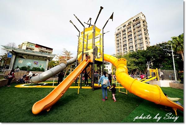 建成公園共融式兒童遊戲場