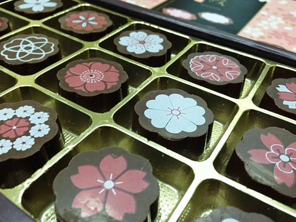 好漂亮的百花巧克力禮盒!