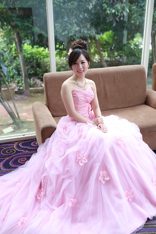新秘Yuki│粉紅色禮服│新娘包頭│丸子頭造型│鮮花造型│新娘頭花│新娘髮型