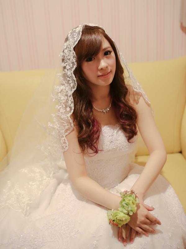 新秘Yuki│白紗造型│長捲髮│新娘長頭紗