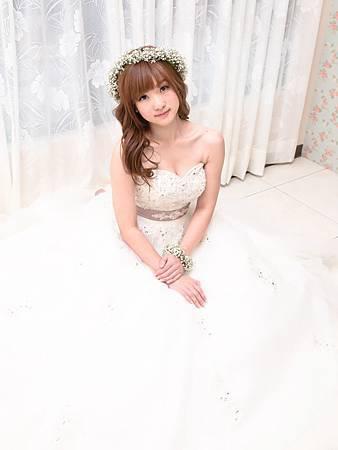 鮮花新秘Yuki│白紗造型│長捲髮│鮮花造型│花圈造型│新娘頭花│新娘髮型
