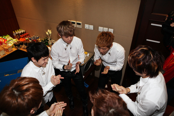 120422 Beast fan club B2uty 2期 fanmeeting-01