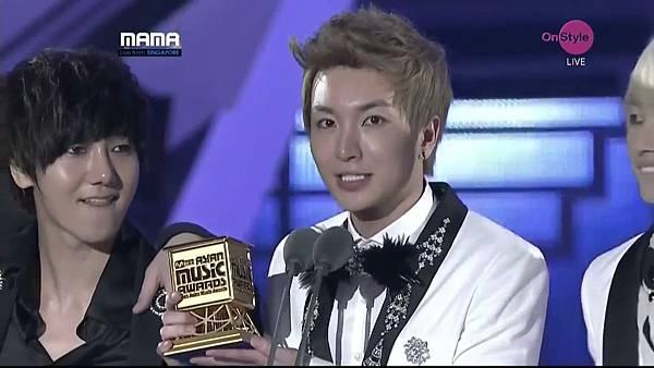 Album Of The Year - Mr. Simple (Super Junior)(720p_H.264-AAC)[22-28-41].JPG