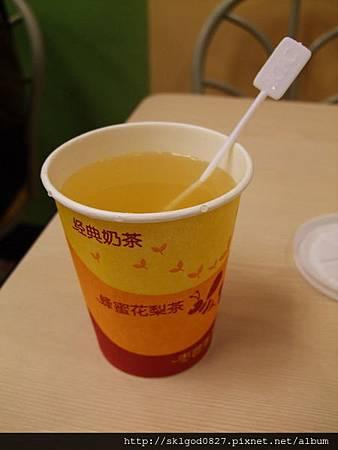 台灣沒賣過的肯德基飲料─蜂蜜花梨茶好甜.jpg