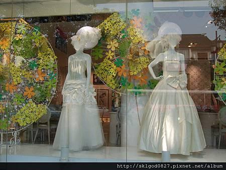 蘇州市中心的婚紗展示櫃.JPG