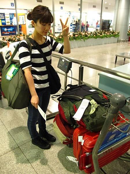 為了一張落地簽,行李被移置一旁的遺失區
