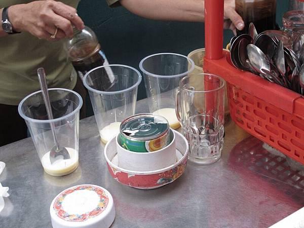 甜度爆表的越南咖啡。為了吸取咖啡因,還是天天喝