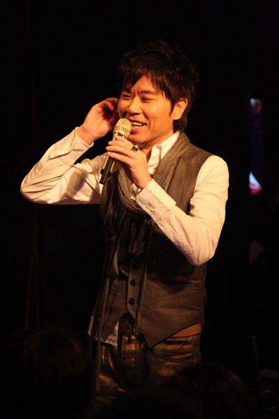 小伍哥音樂會上談笑風生_調整大小.JPG