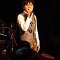 小伍哥演唱時整個很投入_調整大小.JPG