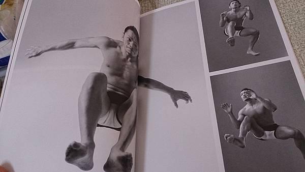 超級人物結構寫真集之多角度場景模擬寫真(附光碟)
