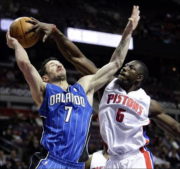 ben-wallace-and-j-j-reddick-01-02-2011