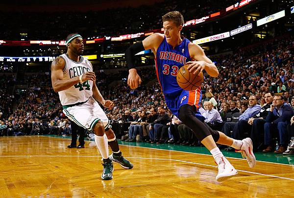 Detroit+Pistons+v+Boston+Celtics+epsJUFDadyEx