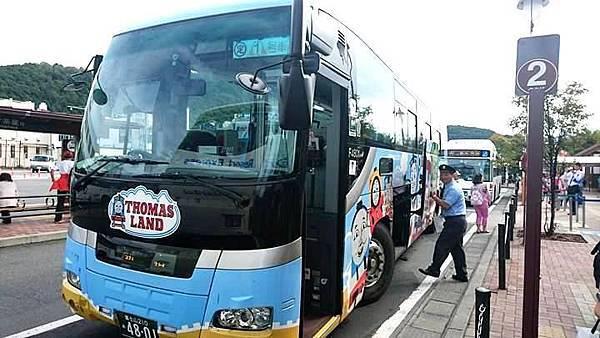 【日本東京】新宿到河口湖交通攻略:新宿高速巴士購票與搭乘,搭巴士到河口湖自助旅行_湯瑪士巴士