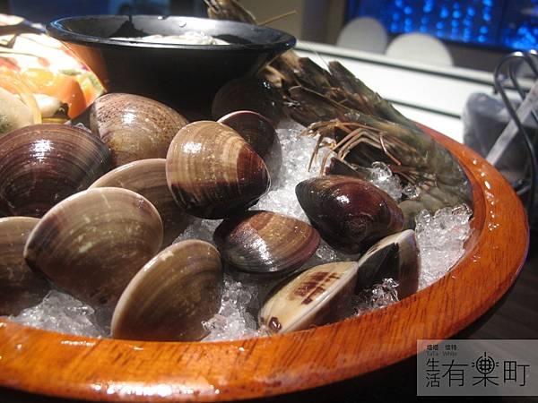 【桃園中壢美食】和熹精緻鍋物:激推花甲蟹火鍋,現撈海鮮烤物炸物大滿足!大蛤蜊