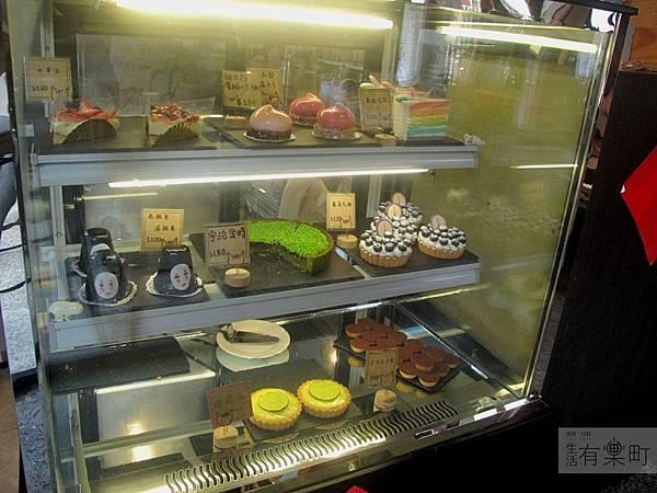 【新竹北區美食】四隻貓咖啡:隱藏版老宅手工甜點,無臉男蛋糕超推薦!手工造型甜點