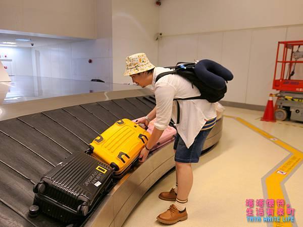 【好物開箱】JACKY W系列行李箱:厲害啦!真假憲哥來開箱!出國商務旅行好夥伴,好商品用得到就來一個吧!容易文創RUNNING GOODS系列商品推薦-1110703.jpg