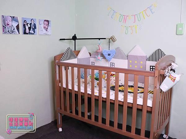 【塔塔懷特育兒好物】童心多功能成長嬰兒床:林萌之的第一張床!為寶寶挑選個舒適的好床!嬰兒床、坐臥床、沙發床三合一,可以從新生兒睡到四歲喔~奧斯卡大床使用心得分享-7108.jpg