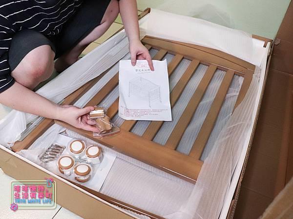【塔塔懷特育兒好物】童心多功能成長嬰兒床:林萌之的第一張床!為寶寶挑選個舒適的好床!嬰兒床、坐臥床、沙發床三合一,可以從新生兒睡到四歲喔~奧斯卡大床使用心得分享-5940.jpg