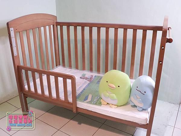 【塔塔懷特育兒好物】童心多功能成長嬰兒床:林萌之的第一張床!為寶寶挑選個舒適的好床!嬰兒床、坐臥床、沙發床三合一,可以從新生兒睡到四歲喔~奧斯卡大床使用心得分享-5951.jpg