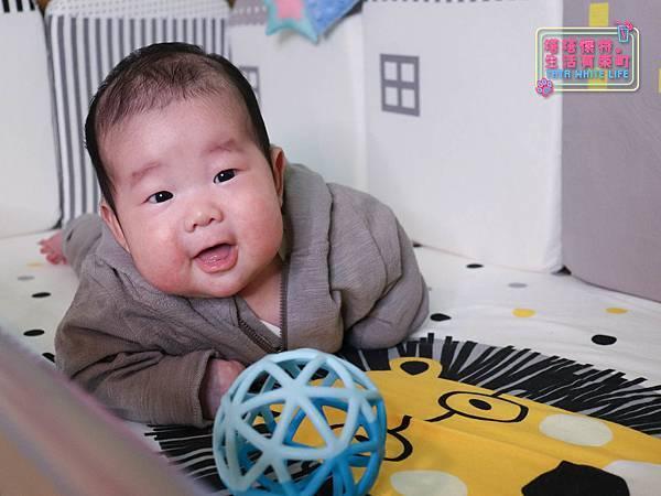 【塔塔懷特育兒好物】童心多功能成長嬰兒床:林萌之的第一張床!為寶寶挑選個舒適的好床!嬰兒床、坐臥床、沙發床三合一,可以從新生兒睡到四歲喔~奧斯卡大床使用心得分享-7132.jpg