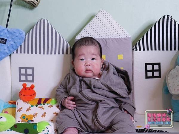 【塔塔懷特育兒好物】童心多功能成長嬰兒床:林萌之的第一張床!為寶寶挑選個舒適的好床!嬰兒床、坐臥床、沙發床三合一,可以從新生兒睡到四歲喔~奧斯卡大床使用心得分享-7119.jpg
