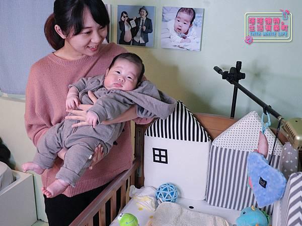 【塔塔懷特育兒好物】童心多功能成長嬰兒床:林萌之的第一張床!為寶寶挑選個舒適的好床!嬰兒床、坐臥床、沙發床三合一,可以從新生兒睡到四歲喔~奧斯卡大床使用心得分享-7139.jpg
