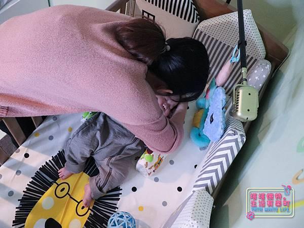 【塔塔懷特育兒好物】童心多功能成長嬰兒床:林萌之的第一張床!為寶寶挑選個舒適的好床!嬰兒床、坐臥床、沙發床三合一,可以從新生兒睡到四歲喔~奧斯卡大床使用心得分享-7141.jpg