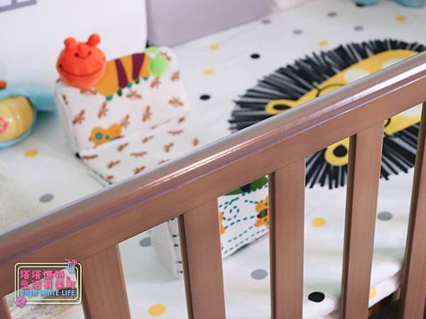 【塔塔懷特育兒好物】童心多功能成長嬰兒床:林萌之的第一張床!為寶寶挑選個舒適的好床!嬰兒床、坐臥床、沙發床三合一,可以從新生兒睡到四歲喔~奧斯卡大床使用心得-7110.jpg
