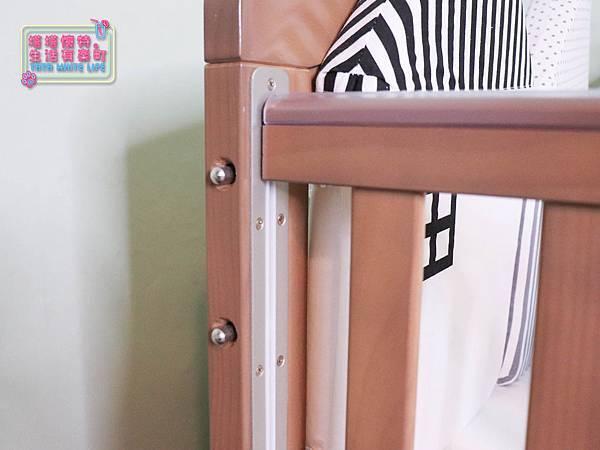 【塔塔懷特育兒好物】童心多功能成長嬰兒床:林萌之的第一張床!為寶寶挑選個舒適的好床!嬰兒床、坐臥床、沙發床三合一,可以從新生兒睡到四歲喔~奧斯卡大床使用心得分享-7109.jpg