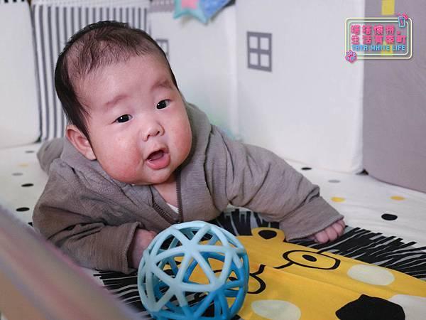 【塔塔懷特育兒好物】童心多功能成長嬰兒床:林萌之的第一張床!為寶寶挑選個舒適的好床!嬰兒床、坐臥床、沙發床三合一,可以從新生兒睡到四歲喔~奧斯卡大床使用心得分享-7130.jpg