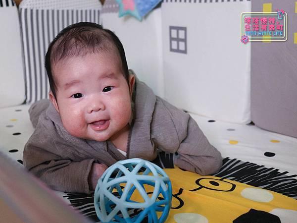 【塔塔懷特育兒好物】童心多功能成長嬰兒床:林萌之的第一張床!為寶寶挑選個舒適的好床!嬰兒床、坐臥床、沙發床三合一,可以從新生兒睡到四歲喔~奧斯卡大床使用心得分享-7133.jpg