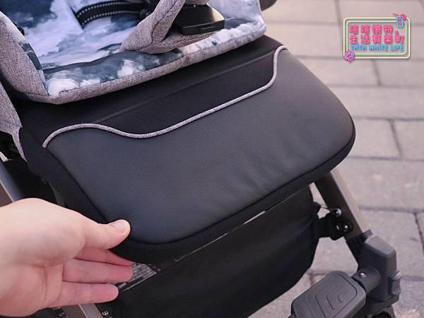 【塔塔懷特育兒好物】Zooper Jazz2嬰兒車開箱與心得分享:林萌之的第一台嬰兒車!嬰兒就可以開始用的 Zooper Jazz,可平躺、可折疊、可登機、輕便旅行用,全能小戰車推薦!-7228.jpg