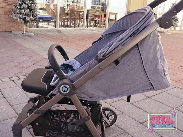 【塔塔懷特育兒好物】Zooper Jazz2嬰兒車開箱與心得分享:林萌之的第一台嬰兒車!嬰兒就可以開始用的 Zooper Jazz,可平躺、可折疊、可登機、輕便旅行用,全能小戰車推薦!-7231.jpg