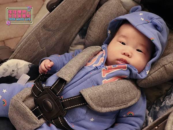 【塔塔懷特育兒好物】Zooper Jazz2嬰兒車開箱與心得分享:林萌之的第一台嬰兒車!嬰兒就可以開始用的 Zooper Jazz,可平躺、可折疊、可登機、輕便旅行用,全能小戰車推薦!-7235.jpg