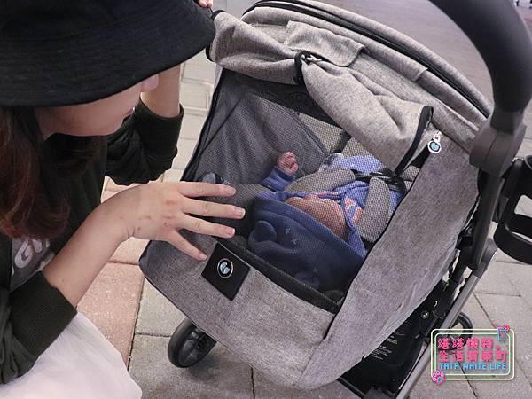 【塔塔懷特育兒好物】Zooper Jazz2嬰兒車開箱與心得分享:林萌之的第一台嬰兒車!嬰兒就可以開始用的 Zooper Jazz,可平躺、可折疊、可登機、輕便旅行用,全能小戰車推薦!-7237.jpg