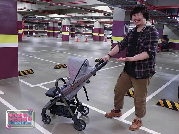 【塔塔懷特育兒好物】Zooper Jazz2嬰兒車開箱與心得分享:林萌之的第一台嬰兒車!嬰兒就可以開始用的 Zooper Jazz,可平躺、可折疊、可登機、輕便旅行用,全能小戰車推薦!-7277.jpg