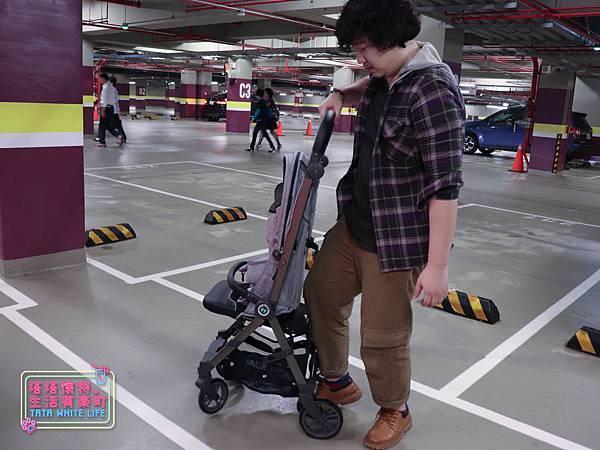 【塔塔懷特育兒好物】Zooper Jazz2嬰兒車開箱與心得分享:林萌之的第一台嬰兒車!嬰兒就可以開始用的 Zooper Jazz,可平躺、可折疊、可登機、輕便旅行用,全能小戰車推薦!-7275.jpg