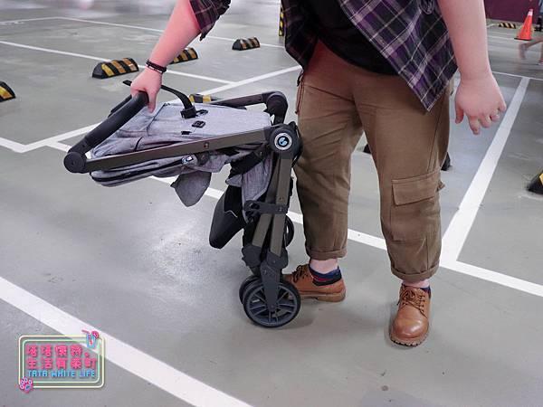 【塔塔懷特育兒好物】Zooper Jazz2嬰兒車開箱與心得分享:林萌之的第一台嬰兒車!嬰兒就可以開始用的 Zooper Jazz,可平躺、可折疊、可登機、輕便旅行用,全能小戰車推薦!-7274.jpg