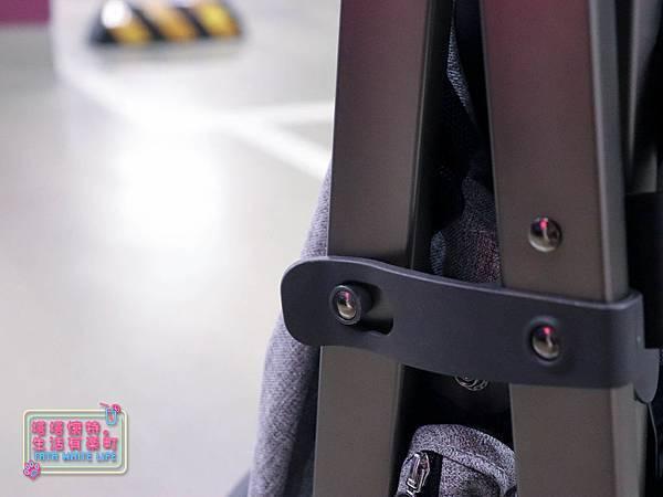【塔塔懷特育兒好物】Zooper Jazz2嬰兒車開箱與心得分享:林萌之的第一台嬰兒車!嬰兒就可以開始用的 Zooper Jazz,可平躺、可折疊、可登機、輕便旅行用,全能小戰車推薦!-7272.jpg