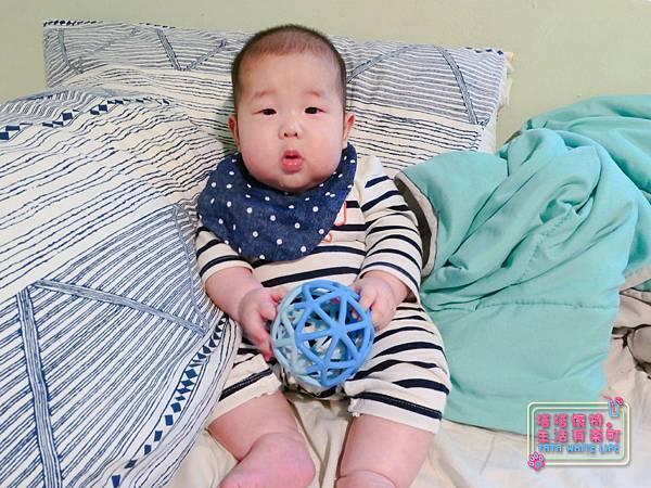 【塔塔懷特育兒好物】日本kawaii work手作八層紗圍兜:口水寶寶必備,吸水力強,雙面都可戴的日系時尚圍兜,我們在PINKOI上買的喔~-1120523.jpg