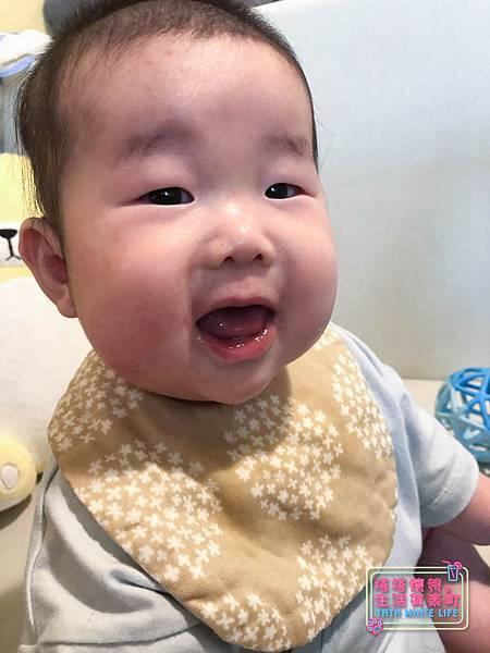 【塔塔懷特育兒好物】日本kawaii work手作八層紗圍兜:口水寶寶必備,吸水力強,雙面都可戴的日系圍兜,我們在PINKOI買-.jpg