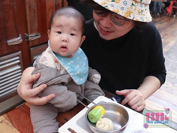 【塔塔懷特育兒生活】農人餐桌親子餐廳:台北親子餐廳推薦!餐點好吃,裝潢時尚,有兒童餐、寶寶粥與遊戲區-7693.jpg