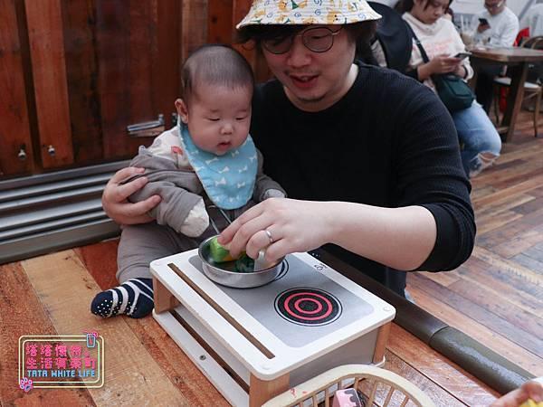 【塔塔懷特育兒生活】農人餐桌親子餐廳:台北親子餐廳推薦!餐點好吃,裝潢時尚,有兒童餐、寶寶粥與遊戲區-7690.jpg