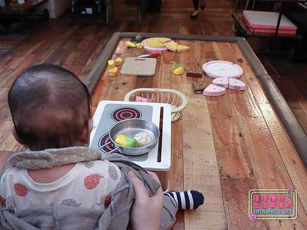 【塔塔懷特育兒生活】農人餐桌親子餐廳:台北親子餐廳推薦!餐點好吃,裝潢時尚,有兒童餐、寶寶粥與遊戲區-7694.jpg