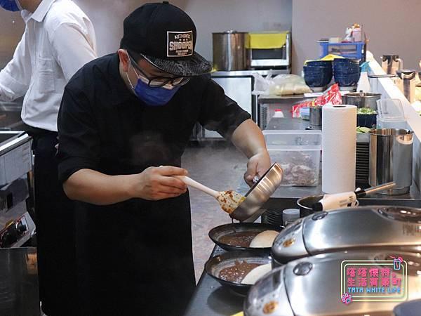 【台北新店區美食】Hiro%5Cs らぁ麵Kitchen新北新店店:來自日本的道地口味!吃過一次就難忘的超濃郁口感,豚骨拉麵與日式咖哩推薦!近新店捷運站,菜單價格介紹-5741.jpg