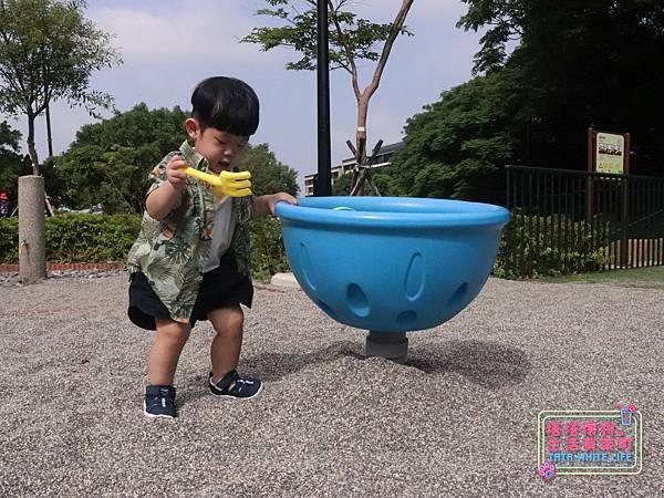 【塔塔懷特育兒好物】日本IFME機能童鞋-排水系列:公園玩沙、夏天玩水、梅雨季都適合的機能水涼鞋,快乾舒適超清爽,寶寶學步鞋、夏季兒童涼鞋推薦! -6966.jpg